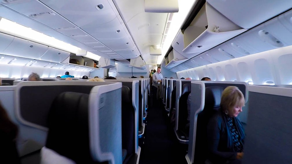 American Airlines AA72 B787-9 Business cabin