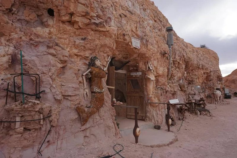 A home carved out of rock in Coober Pedy, an opal mining town in the South Australian desert. (Image: CNET)