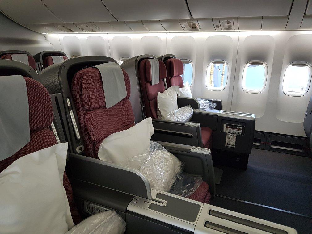 Qantas 747 business class seats