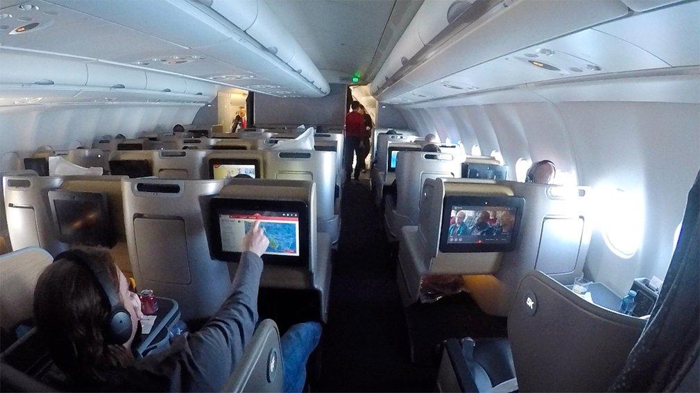 Qantas QF19 A330 Business cabin